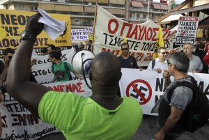 Διαδηλωτές  φωνάζουν συνθήματα κατά τη διάρκεια συγκέντρωσης διαμαρτυρίας,  ενόψει της δίκης της Χρυσής Αυγής, που συνεχίζεται στις γυναικείες φυλακές  Κορυδαλλού, Πέμπτη 07 Μαΐου 2015. Συνεχίζεται  σήμερα η δίκη της Χρυσής Αυγής, η οποία διακόπηκε τη Δευτέρα 20 Απριλίου 2015, ενώπιον του Τριμελούς Εφετείου Κακουργημάτων. ΑΠΕ-ΜΠΕ/ΑΠΕ-ΜΠΕ/ΟΡΕΣΤΗΣ ΠΑΝΑΓΙΩΤΟΥ
