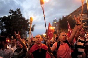 Supporters of ultra-nationalist groups shout slogans during a protest against recent Kurdish militant attacks on Turkish security forces, in Istanbul, Turkey, September 8, 2015. REUTERS/Yagiz Karahan