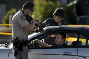 cop-pointing-gun
