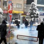 diyarbakirda-izinsiz-yuruyuse-mudahale-edildi-3-polis-yarali-2-003