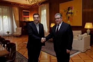 Ο πρωθυπουργός Αλέξης Τσίπρας υποδέχεται τον γενικό γραμματέα του ΚΚΕ Δημήτρη Κουτσούμπα στη συνάντηση τους στο Μέγαρο Μαξίμου, Αθήνα Παρασκευή 15 Ιανουαρίου 2016. ΑΠΕ-ΜΠΕ/ΑΠΕ-ΜΠΕ/ΟΡΕΣΤΗΣ ΠΑΝΑΓΙΩΤΟΥ