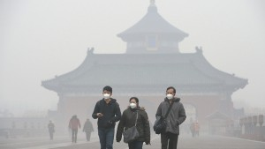 Photo taken Dec. 9, 2015, shows haze in a park in Beijing amid serious air pollution with a red alert, the highest of four danger levels, issued. It was reported that smog has spread to neighboring areas, affecting more than 300 million people. (Kyodo) ==Kyodo