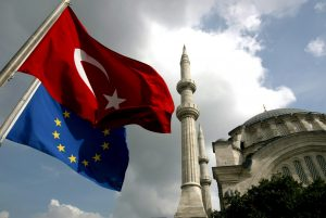 epa00858032 (FILES) In this file picture dated 04 October 2005, a Turkish flag and an EU flag fly in front of Nur-i Osmaniye Mosque at Ottoman Era in Istanbul. The European Commission's report on Turkey's progress towards European Union (EU) membership is due out on Wednesday 08 November 2006. EPA/TOLGA BOZOGLU