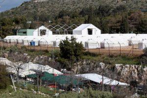 Συνεχίζονται οι εργασίες με την τοποθέτηση σκηνών στο στρατόπεδο «Στεφανάκη» στο Σχιστό, Κυριακή 14 Φεβρουαρίου 2016. Το κέντρο του Σχιστού είναι μία μονάδα προσωρινής στέγασης προσφύγων με στόχο να διευκολύνουν τη μετεγκατάσταση ανθρώπων που καταγράφονται στα νησιά και να  μπορούν να προωθηθούν σε ευρωπαϊκές χώρες.  ΑΠΕ-ΜΠΕ/ΑΠΕ-ΜΠΕ/Παντελής Σαΐτας