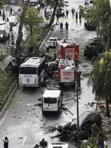 epa05349370 Police officers inspect the area after a bomb attack to a police bus in the Vezneciler district of Istanbul, Turkey, 07 June 2016. At least five people were wounded after an explosion, caused by a bomb, targeted a police bus, local media reported. EPA/SEDAT SUNA