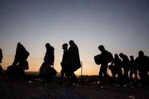 Around 5,000 refugees and migrants are waiting at the Greek - F.Y.R. of Macedonia border to continue their trip to Central Europe. Idomeni, Greece, November 8, 2015. / Περίπου 5000 πρόσφυγες και μετανάστες είναι σε αναμονή στα σύνορα Ελλάδας - ΠΓΔΜ ώστε να συνεχίσουν το ταξίδι τους προς την κεντρική Ευρώπη. Ειδομένη, Ελλάδα, 8 Νοεμβρίου 2015.