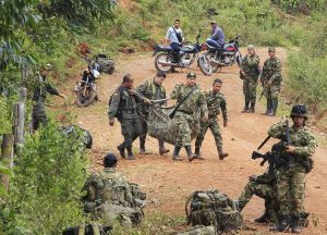 Colombian soliders carry the corpse of a comrade killed after a rebel attack in La Esperanza