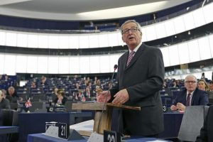 European Commission President, Luxembourg's Jean-Claude Juncker addresses the European Parliament to present a plan on growth, jobs and investment, in Strasbourg, November 26, 2014. REUTERS/Vincent Kessler