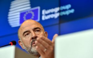 European Economic and Financial Affairs Commissioner Pierre Moscovici attends a news conference after an eurozone finance ministers meeting (Eurogroup) in Luxembourg, October 5, 2015. REUTERS/Eric Vidal