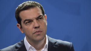 bloombergo-tsipras-ta-kanei-ola-lathos-alla-exei-dikio-w_hr