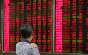 An investor looks at an electronic board showing stock information at a brokerage house in Beijing, August 27, 2015. China's turbulent stock markets rose on Thursday, helped by a strong rebound on Wall Street on expectations that the U.S. Federal Reserve will respond to days of China-led volatility by delaying an expected interest rate rise next month. REUTERS/Jason Lee