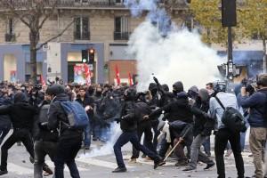 151129-paris_protests-0923_aeb5b88eb7916a073f21392881d1f468.nbcnews-ux-2880-1000