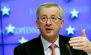 Luxembourg's Prime Minister and Eurogroup Chairman Jean-Claude Juncker addresses a news conference at the end of a European Union finance ministers meeting at the European Union Council in Brussels November 28, 2010. European Union finance ministers agreed an 85-billion euro ($115 billion dollar) financial rescue for Ireland on Sunday, EU sources said.   REUTERS/Thierry Roge   (BELGIUM - Tags: POLITICS BUSINESS)