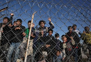 Λαθρομετανάστες που κρατούνται στο τμήμα συνοριακής φύλαξης Κυπρίνου,Παρασκευή 5 Νοεμβρίου 2010, Ο υπουργός Προστασίας του Πολίτη Χρήστος Παπουτσής μαζί με το Γάλλο υπουργό Μετανάστευσης Eric Besson, την επίτροπο Εσωτερικών Υποθέσεων, Cecilia Malmstrom και τον εκτελεστικό διευθυντή του FRONTEX, Ilkka Laitinen, επισκεφθηκανν τις περιοχές των ελληνικών συνόρων, όπου θα αναπτυχθούν οι δυνάμεις της ΕΛΑΣ και του FRONTEX του Ευρωπαϊκού Οργανισμού για τη διαχείριση της επιχειρησιακής συνεργασίας στα εξωτερικά σύνορα των κρατών μελών της ΕE ΑΠΕ-ΜΠΕ/ΑΠΕ-ΜΠΕ/ΝΙΚΟΣ ΑΡΒΑΝΙΤΙΔΗΣ