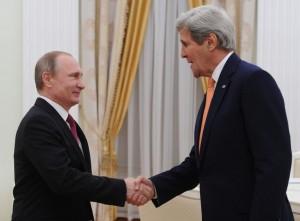 epa05229541 Russian President Vladimir Putin (L) shakes hands with US Secretary of State John Kerry (R), during a meeting at the Kremlin in Moscow, Russia, 24 March 2016. EPA/MICHAEL KLIMENTYEV / SPUTNIK / KREMLIN POOL MANDATORY CREDIT