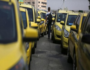 Taxis are seen parked during a protest against the online car-sharing service Uber near the city hall of Rio de Janeiro, Brazil, April 1, 2016.   REUTERS/Pilar Olivares
