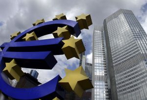A sculpture showing the euro currency sign is seen in front of the European Central Bank (ECB) headquarters (R) in Frankfurt April 1, 2010.  REUTERS/Kai Pfaffenbach (GERMANY - Tags: BUSINESS)