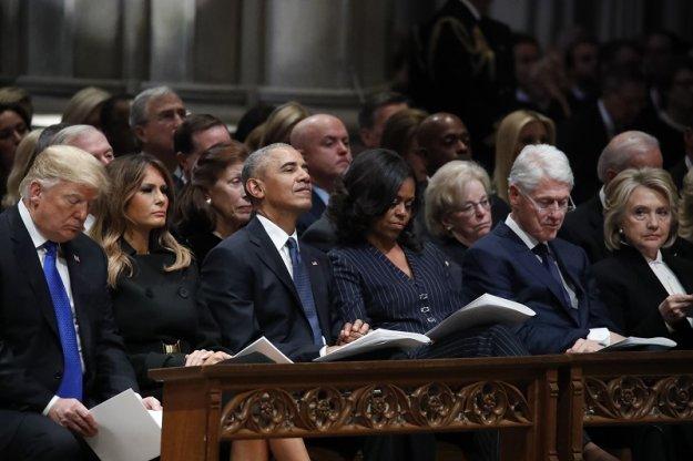 6c41e724e177 Ο Ντόναλντ Τραμπ και τέσσερις πρώην πρόεδροι των ΗΠΑ παρέστησαν σήμερα στην  κηδεία