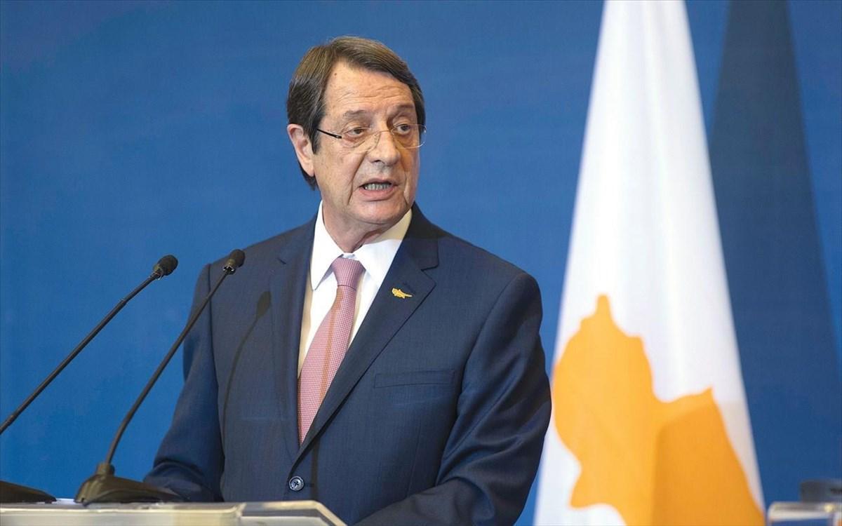 Αναστασιάδης.  Αρνείται τον Αρχιεπίσκοπο της Κύπρου για την εγκατάσταση των δύο κρατών