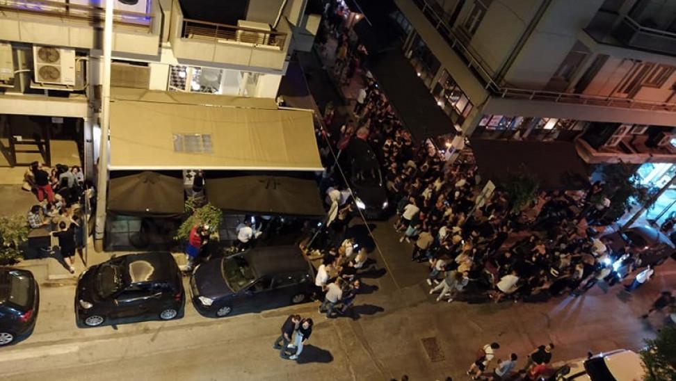 Θεσσαλονίκη: Νέο… πάρτι και συνωστισμός στο ίδιο παραλιακό καφέ μπαρ  (Βίντεο) | The Indicator